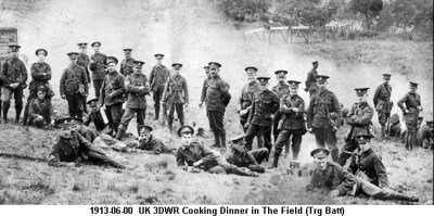 1913-06-00 UK 3DWR Cooking Dinner in The Field (Trg Batt)