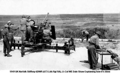 1949 UK Norfolk Stiffkey 6DWR (673 LAA Rgt RA), Lt-Col WE Dale Shaw Explaining how its done